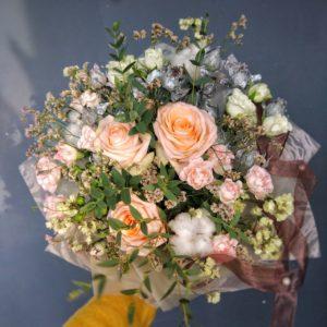 #065 букет с хлопком и розами