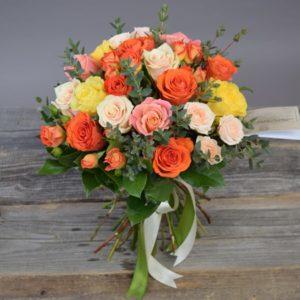 #008. Розы, кустовая роза 5шт , эвкалипт