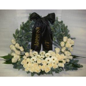 Венок из белых роз, гербер