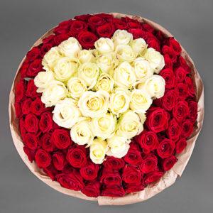 #226. Розы красно-белые сердце 101 шт в упаковке