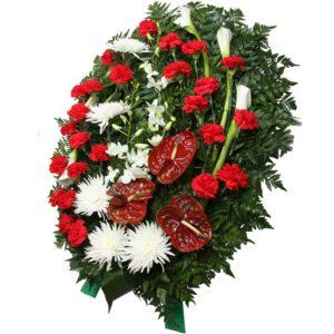 Венок из гвоздик, хризантем, антуриумов