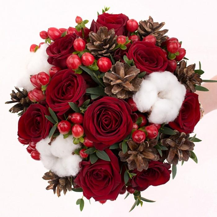 Букет с шишками и розами