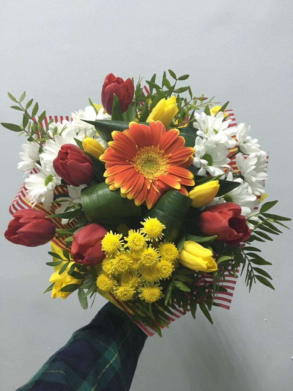 Букет для, букет из 47 тюльпанов и хризантем