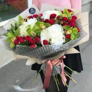 #153. Гортензия, орхидея, кустовая роза.