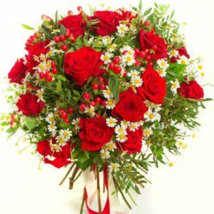 #192. Розы красные, камилла, гиперикум