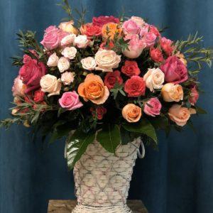 #594 Корзина с розами микс