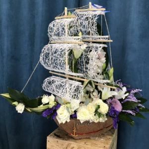 # 487 Макет корабля из живых цветов