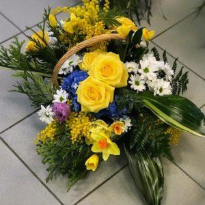 #503 корзина с розами и мимозой и гортензией