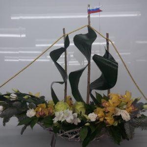 # 488 Макет корабля из живых цветов