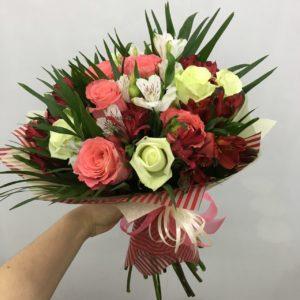 #389 розы альстромерии