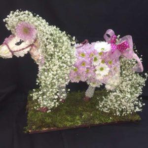 #351 лошадка из живых цветов