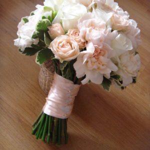 #420 Букет с гвоздикой и розой