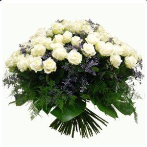 #028. Белые розы 35шт, сирень и аралия