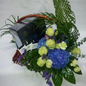 #320 Корзина цветов с шоколадом