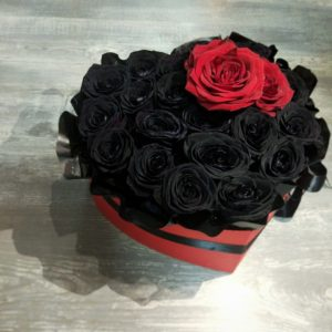 #460 коробка с черными роза