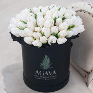 #461 Шляпная коробка с белыми тюльпанами 51шт