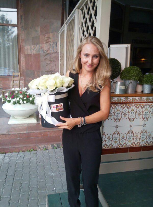 #155. Розы белые в коробке 35 шт